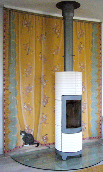 "Minny and ""Charleston"" curtain"
